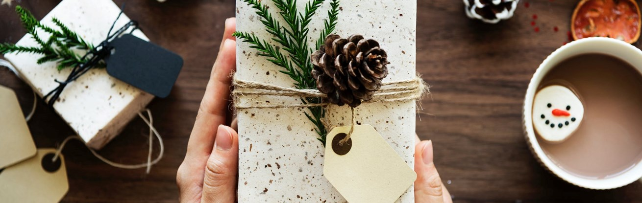 Sustainable Gift Wrapping and Christmas Decoration Ideas