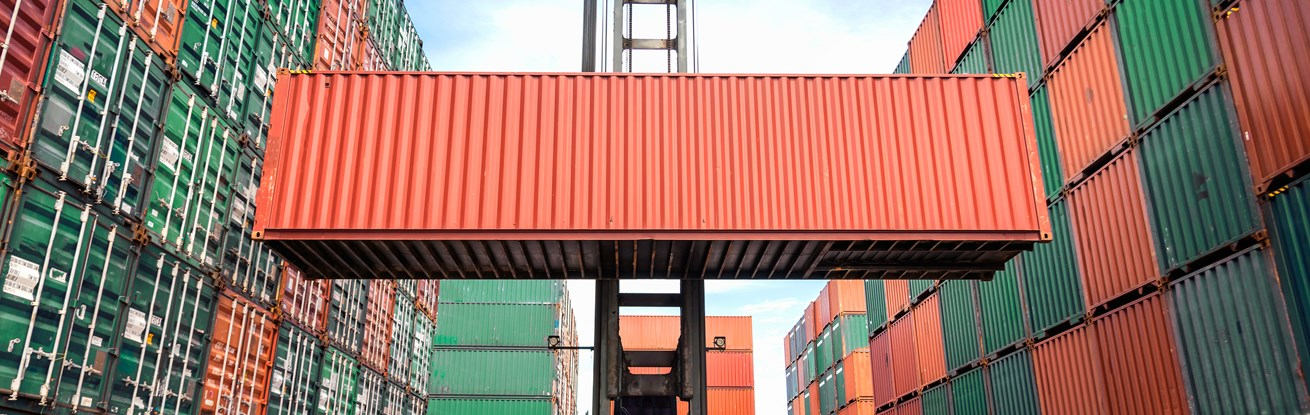 shutterstock_369560120_containers.jpg (1)