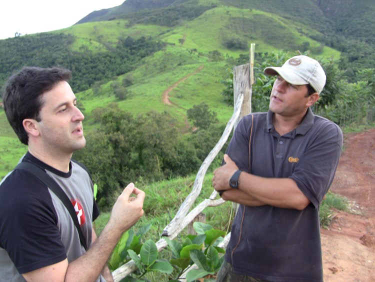 Laurent Lefebvre and a grower talking on a steep hillside