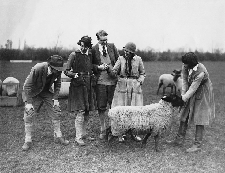 Lady Eve and other founders with a ram